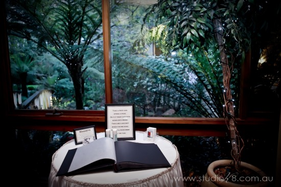 LA131012 477 550x366 Lisa & Adrians Vintage Wedding In The Dandenong Ranges