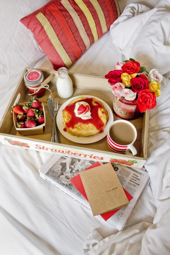 Valentines breakfast 11 550x825 Valentines Day Breakfast In Bed (& Free Printable Card)
