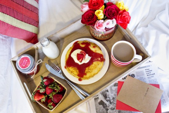 Valentines breakfast 31 550x366 Valentines Day Breakfast In Bed (& Free Printable Card)