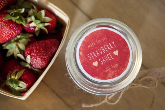 Valentines strawberry sauce 11 550x366 Strawberry Sauce Recipe (With Free Printable Labels)