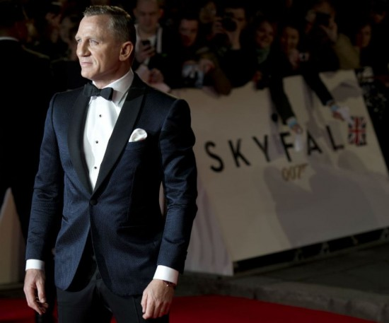 skyfall premiere daniel craig 550x457 Essentials: 3 Reasons Why The Tux Is Back