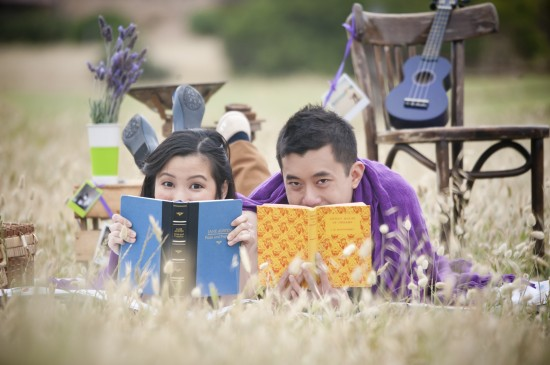 Joann Jay 073 550x365 Jay Sonn and Joanns Quirky Vintage Picnic Engagement Shoot
