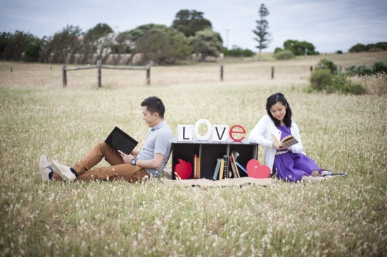 Joann Jay 159 550x365 Jay Sonn and Joanns Quirky Vintage Picnic Engagement Shoot