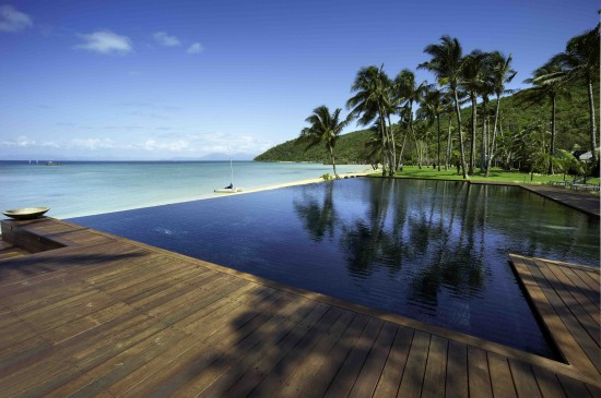 Infinity pool 550x365 Idyllic Island For Your Destination Wedding Or Dream Honeymoon