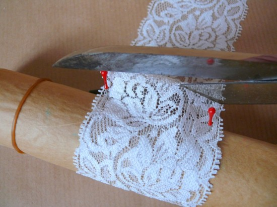P1240552 550x412 DIY Lace Napkin Rings Tutorial