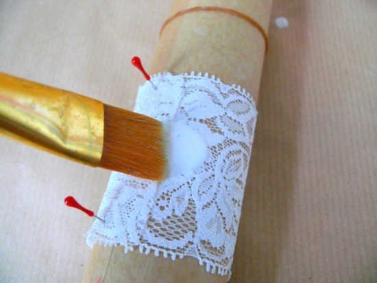 P1240555 550x412 DIY Lace Napkin Rings Tutorial