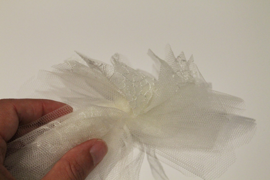 diy birdcage veil3 Couture Birdcage Veil Tutorial