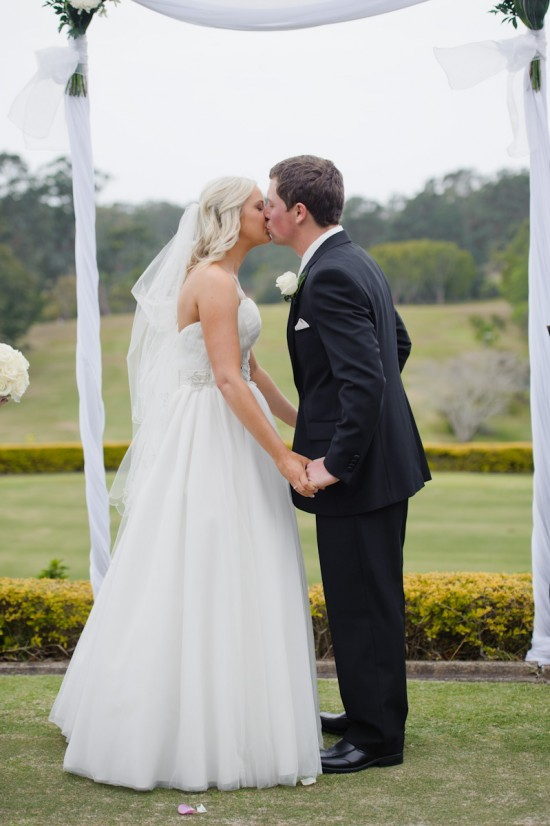 jessbrad207 550x826 Brad & Jesss Aqua And White Sunshine Coast Wedding