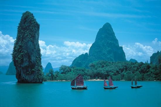 Siamese Junk sailing phang nga bay 550x365 An Adventure To Remember For Your Honeymoon