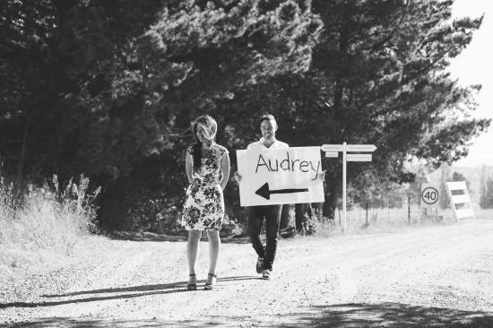 pic8proposalsignblackwhite1 550x366 Chris and Audreys Autumn Love Story Shoot