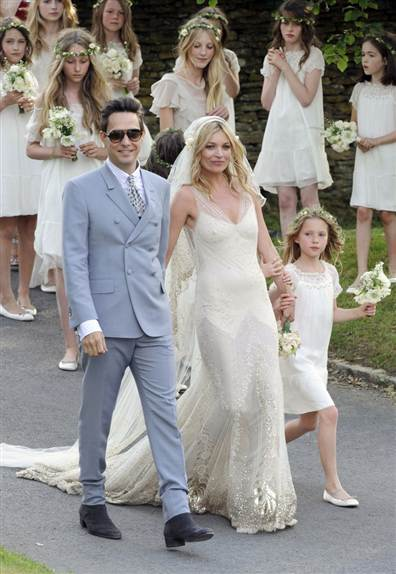 110701 tdy kate moss wed1.grid 5x2 Essentials: 3 Hot Shades Of Blue For The New Wedding Season