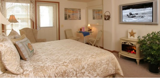 sandcastleroom3 550x268 Luxury Honeymoons The Sand Castle Bed and Breakfast, Long Beach Island