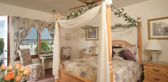 sandcastleroom4 550x268 Luxury Honeymoons The Sand Castle Bed and Breakfast, Long Beach Island
