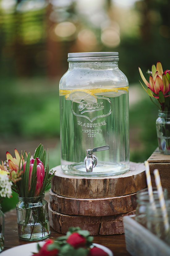Wedding-Planning-Playbook-Jess-Jackson-Photographer-Ceremony-Drinks-Station-Rustic
