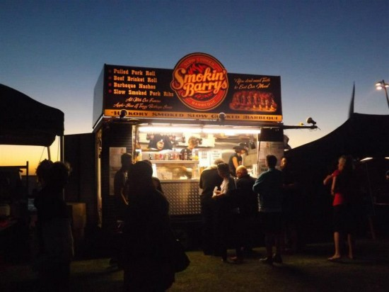 melbourne food truck smokin barrys 550x412 Wedding Food Trucks & Carts In Victoria