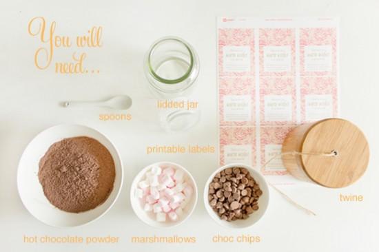 Hot chocolate jar materials 550x366 Hot chocolate jars (+ free printable label) DIY Tutorial
