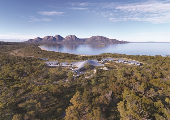 Mr Mrs Smith Saffire Freycinet Peninsula Australia Exterior2 550x388 Honeymoon In Australia With Mr & Mrs Smith