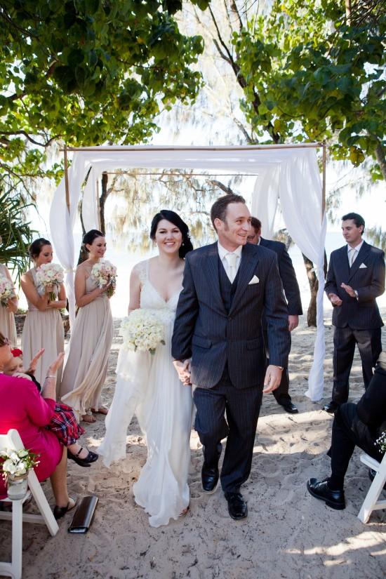 SA 0412 550x825 Tips On Planning A Beach Wedding