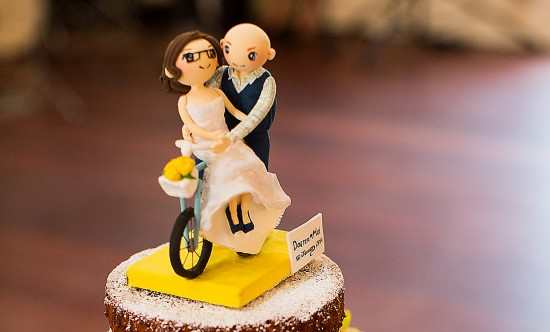 mei darren cake 550x332 Wedding Cake Trends: The Cutest Cake Toppers You Ever Saw!