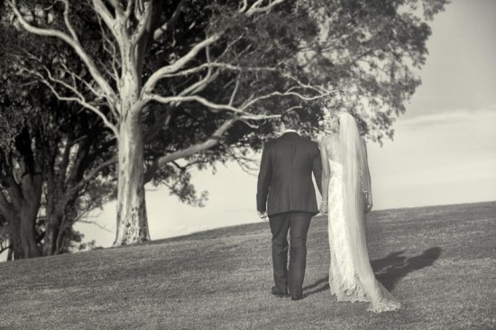 B0P8775 550x366 A Stunning Hunter Valley Vineyard Wedding