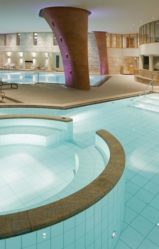 Kronenhof Jacuzzi with Pool2 550x858 Grand Hotel Kronenhof Swiss Honeymoons
