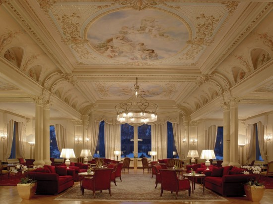 Kronenhof lobby lounge by night 550x412 Grand Hotel Kronenhof Swiss Honeymoons