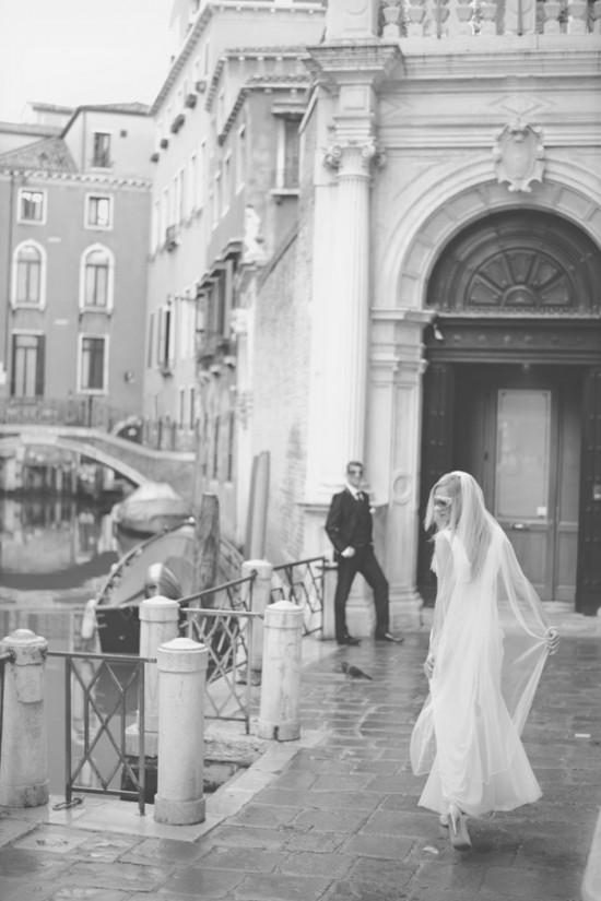 Venice167 550x825 Weddings & Honeymoons In Venice Italy