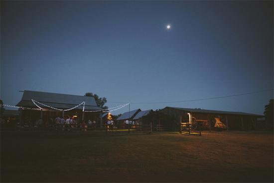 relaxed barn wedding080