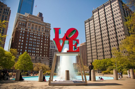 Love Park 550x366 Love at New Heights – The Worlds Top 5 Love Monuments