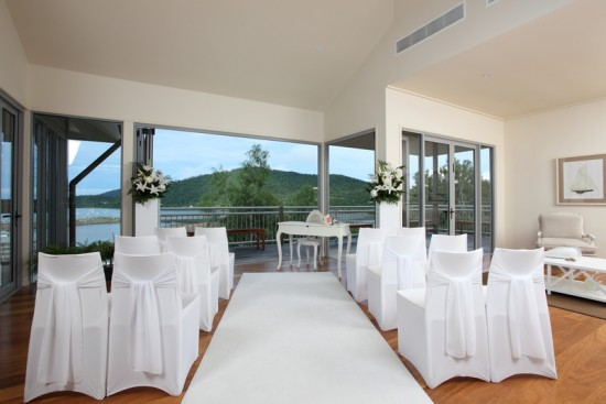 Oceans Edge Vill Upstairs 550x367 Whitsundays Weddings: Peppers Airlie Beach