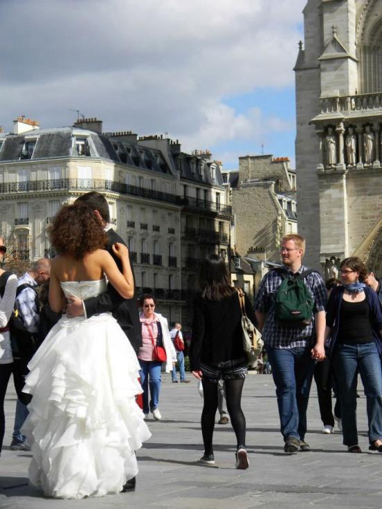 Paris Copyright Laura Durán Paris Tourisme 550x733 Love at New Heights – The Worlds Top 5 Love Monuments