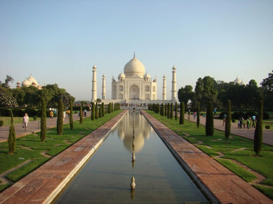 Taj Mahal 550x412 Love at New Heights – The Worlds Top 5 Love Monuments