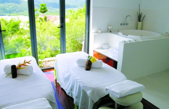 day spa airlie beach couples spa room endota 550x355 Whitsundays Weddings: Peppers Airlie Beach