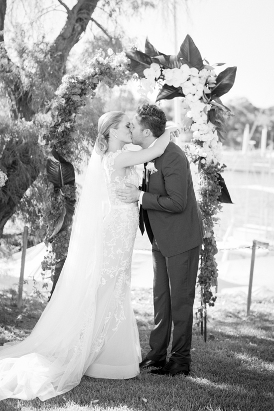 modern wedding by the river015