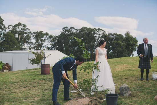 relaxed farm wedding056