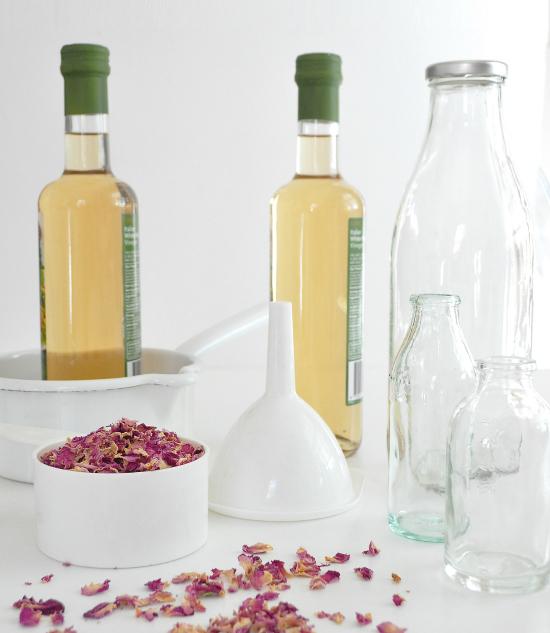 rose vinegar1 Rose Petal Homemade Vinegar