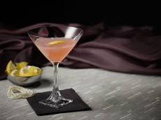 COSMO AND PEARLS Cocktail