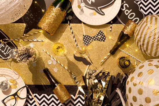gold and black party0004 Fun Party Decor From Typo