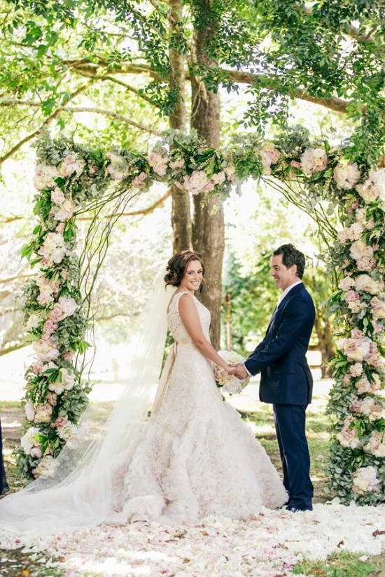 romantic wedding style2294 550x825 Sam & Amandas Romantic Wedding In Berry