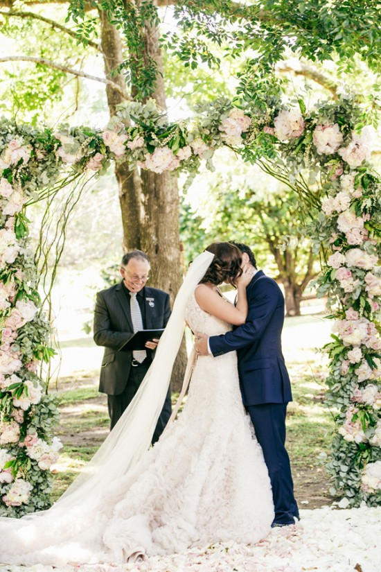 romantic wedding style2295 550x825 Sam & Amandas Romantic Wedding In Berry