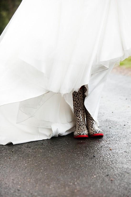 Rain DG 3 550x825 A Rainy Wedding Day