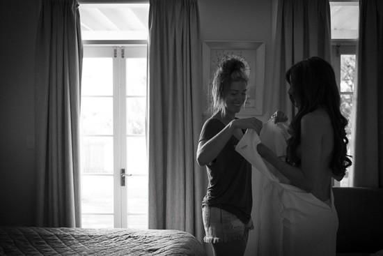 bride getting ready in byron