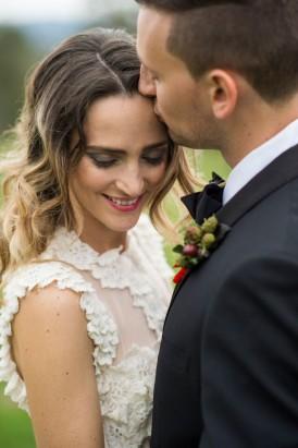 bride in freddie met lily