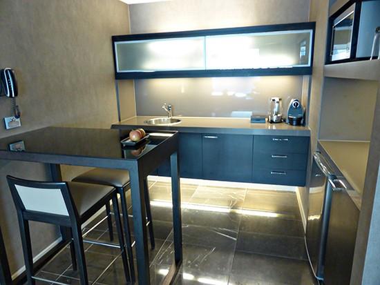 grand hyatt amabssador suite kitchenette