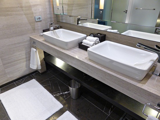 grand hyatt ambassador suite bathroom
