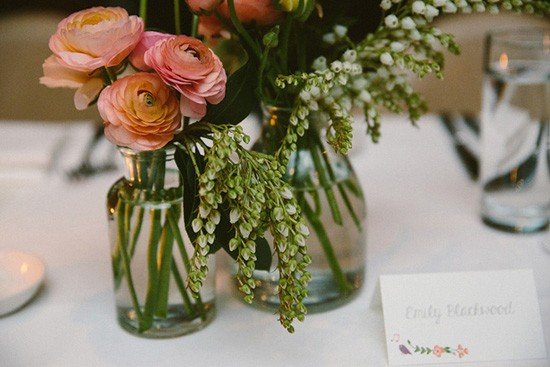 Apricot roses in weddng