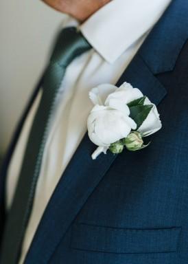Elegant white white boutonniere