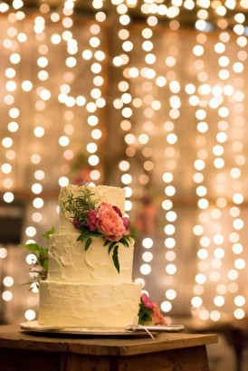White wedidng cake with pink flowers