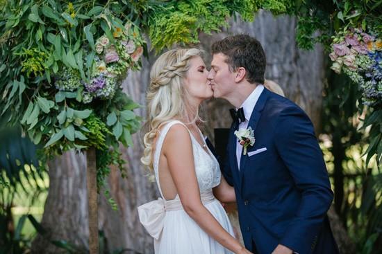 perth wedding kiss
