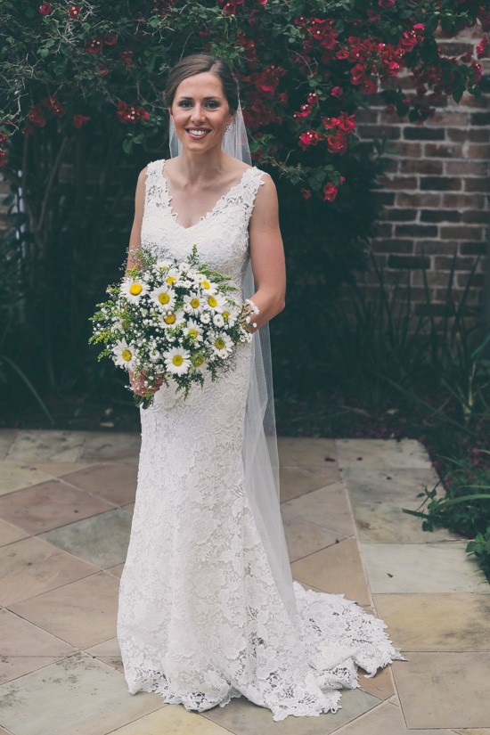 Bride with daisy wedding bouquet